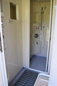 シャワー室内部